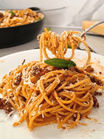 Best spaghetti bolognese recipe, super delicious and the perfect comfort food