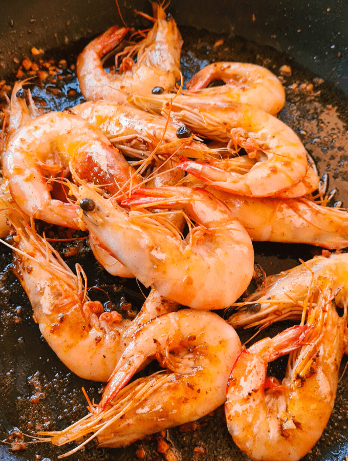This is my absolute favourite way of eating prawns (shrimp)! Garlic, butter and a squeeze of lemon. Easy, tangy, buttery, delicious.