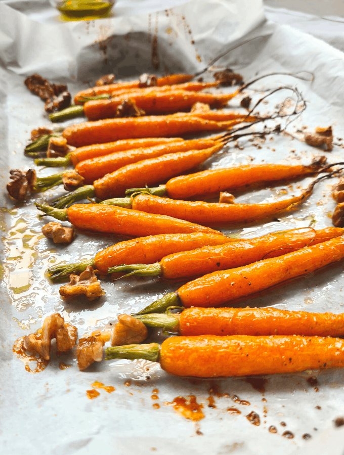 Only 20 minutes in the oven, this side dish is perfect for a quick dinner that looks impressive. Honey glazed roasted carrots with walnuts