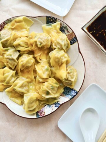 Plateful of pork wontons