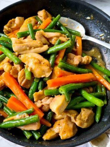 Chicken stir fry in a pan