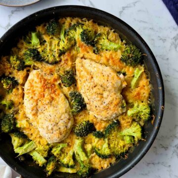 Freshly baked chicken and broccoli risoni in a pan